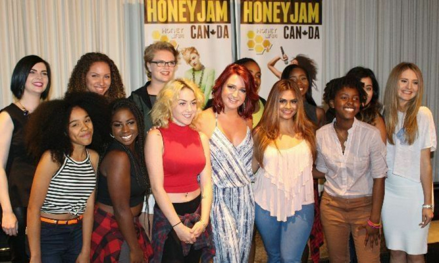 Platinum selling Recording Artist Victoria Duffield (centre) with some of the 2015 artists.